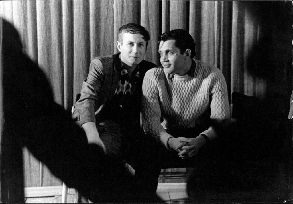 Евгений Евтушенко, Роберт Рождественский  на съемках фильма «Застава Ильича» - «Мне двадцать лет» (реж. Марлен Хуциев, 1964) - фильм (фото, кадр)