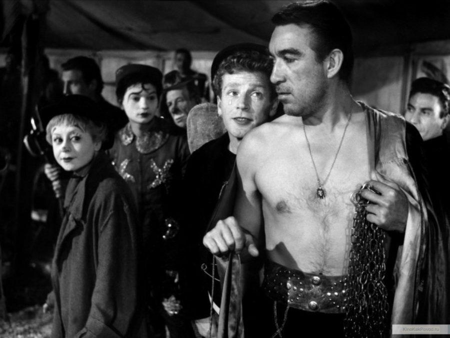 «Дорога» - «La strada» (реж. Федерико Феллини, 1954) - Энтони Куинн, Ричард Бейсхарт - фильм (фото, кадр)