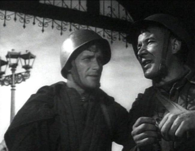 «Два бойца» (реж. Леонид Луков, 1943) - в гл.р. Марк Бернес, Борис Андреев - фильм (фото, кадр)