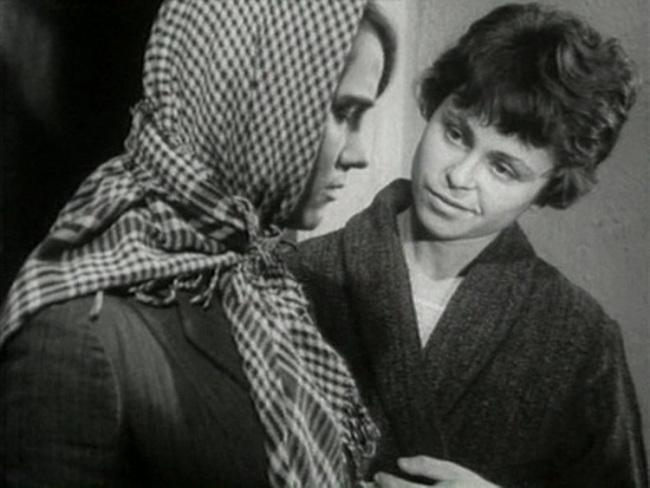 «Короткие встречи» (1967) - Кира Муратова и Нина Русланова - фильм (фото, кадр)